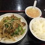 味楽 - ニラレバ炒め 750円