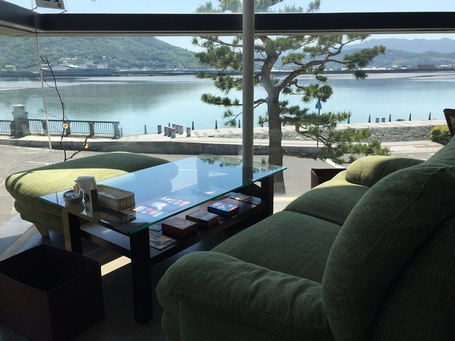 和歌の浦カフェ マーレライ - 角のソファ席は最高です