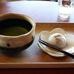 50576011 - 抹茶と上用まんじゅう
