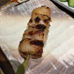 いいとこ鶏 - 限定串4種の1本、熟成鶏は味噌ダレ焼きで。