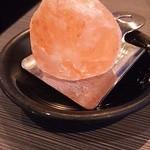 50576974 - お塩は岩塩がそのまま出てきた(゚o゚;