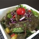 玄米菜食カフェ ミルトスの木 - ドレッシングが美味しい、かわいいサラダ