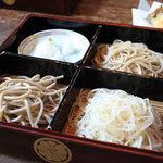 鈴庵 - 三色。せいろ、田舎の他に白い麺はしらゆき。更科ですね。<2010_09>
