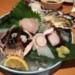 50581174 - 刺身の盛合せ+サービスの牡蠣