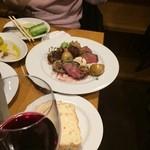 モン テルセーロ - ハラミ炭火焼 これで1430円?!肉を一切れ食べてから撮った写真です。小さく見えたらご免なさい。1皿で二人分あります。