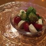 アボチャカ - トマトとアボカドのカプレーゼ 599円