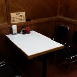 キッチン南海  - テーブル