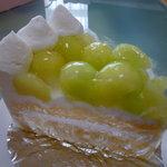 フランス菓子 春のまち5丁目 - 【メロンのケーキ 380円】