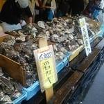 ヤマサ水産 総本店 - 生牡蠣のラインナップ♪