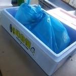 ヤマサ水産 - お母さんお買い上げのアジの干物&カニ