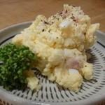 唄う稲穂 - 皆、お腹は一杯ですので軽くつまむ物がいいですね、と言いながら選んでくださいました。 ◆ポテトサラダ(400円)・・家庭的な味わいで普通に美味しい。