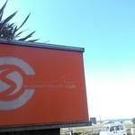 サザンビーチカフェ - 昔の映画のポスターみたいな色合い?