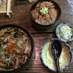だるま茶屋 - シイタケそばとワサビ丼のセットです。ワサビ丼は、丼ぶりでもそば湯を入れてお茶漬け風に食べても美味しいです。