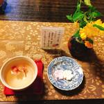 吉野葛 佐久良 - 桜湯とお干菓子