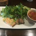 50599899 - 前菜(小エビのケークサレ、肉巻き?)、サラダ、スープ   とても1000円のランチとは思えない量