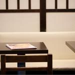 天丼専門店 満天 - シンプルなモノトーン空間