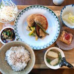 wakaya - 料理写真:週がわりおひるごはんセット(1,100円)