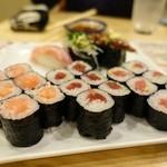 千寿司 - サーモン?、鉄火、鮪納豆