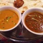 ゴダワリアジアンレストラン&バー - チキンカレー(左)、マトンカレー(右)