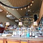 イタリアン スパニッシュ カフェ フィガロ - カウンター席の内側風景