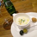 OLIVE BRANCH - スープ、オリーブ、オリーブのフライ