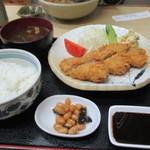 志乃ぶ - ひれかつ定食1070円 赤出汁が抜群に旨い!