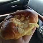 バックハウス・イリエ   - クリームパン