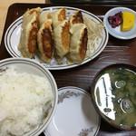 50612355 - 餃子8個の定食 870円