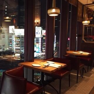 新宿にありながら、落ち着いた空間でお食事を