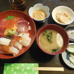 なかむら - びっくり海鮮丼 ¥1300-
