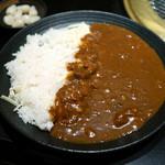 焼肉 いしび 海浜幕張店 - チーズ牛カレー+らっきょう ¥550 + ¥30
