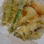 大喜多 - 天ぷらは足されますからね!(インゲン豆、お茄子、蓮根、オクラ)