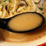 麺堂 香 - 野菜の甘みが豚骨スープに程よく溶け込んでいます