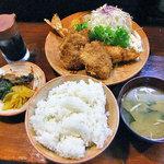 銭形 - 料理写真:海老ひれ定食(漬物は2人分です)