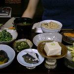 笹の葉 - こちらがお料理。野菜や豆腐などがもりだくさん☆