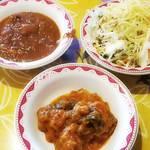 インドや  - バターチキンカレー、ジャガイモとインゲンのカレー