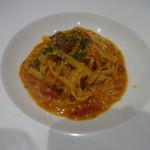 ビストロカフェ レディース&ジェントルメン - ズワイ蟹トマトクリームのタリアテッレ:1,944円
