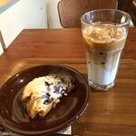 ネイバーフッドアンドコーヒー - Blueberry Scone、Caffe Latte(ICED)