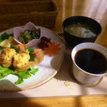 ドレミ♪カフェ・バンビーナ - 和モーニング(おいなりさん)とブレンドコーヒー