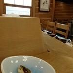 一休寿司 - 白木のカウンター