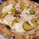 ピッツェリア ピッキ - 自家製鶏ハム、生ハムミンチ、インカの目覚めのピッツァ。インカのめざめのねっとりとした食感と、鶏ハムの旨味が非常にマッチしています(*´-`*)
