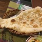 PANAS - ミニナン: ミニというわりにすごく大きかったです。美味しかったです。
