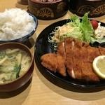 源氏 - チキンフライ定食(700円)画像はご飯大盛