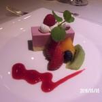 50630705 - パティシエデザート 苺のムースケーキ