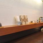 蕎麦屋 此花 - カウンターテーブル