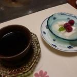 梅の花 太宰府別荘 自然庵 - デザートとほうじ茶
