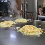 八誠 - そば肉卵 調理途中