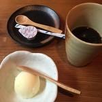 50641613 - ホットコーヒーと柚子シャーベット