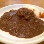 梅一輪 - カレーは、細かくされたすじ肉がいっぱい入っています