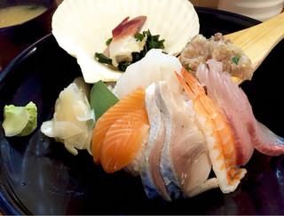 魚升 - 海鮮7種丼880円